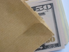 brown-envelope-money-bribe-1-1384589-m